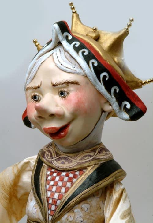 Alice & The Queen Play Croquet Queen's Face